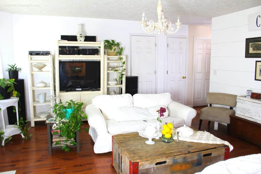 beautiful summer farmhouse style living room