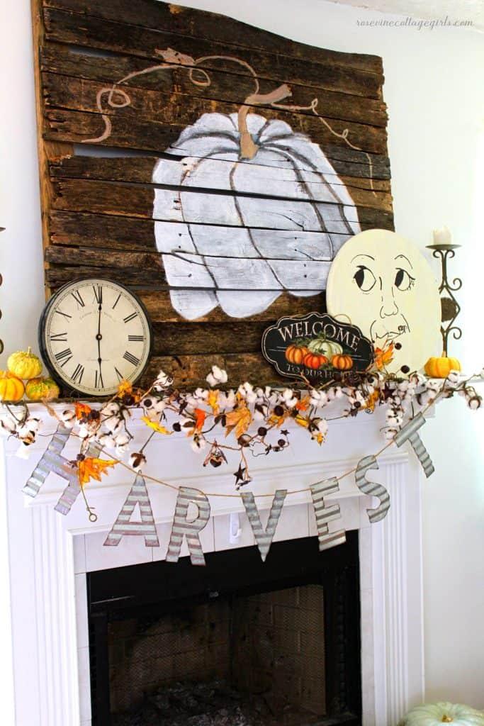 Gorgeous farmhouse style fall decor