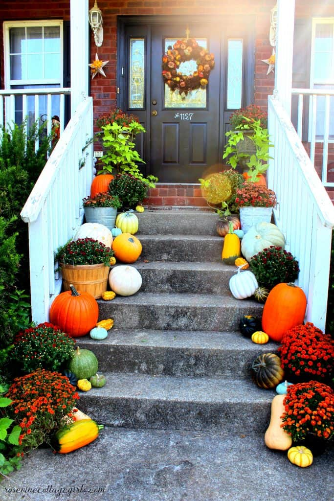 How to decorate a front porch for fall #RosevineCottageGirls