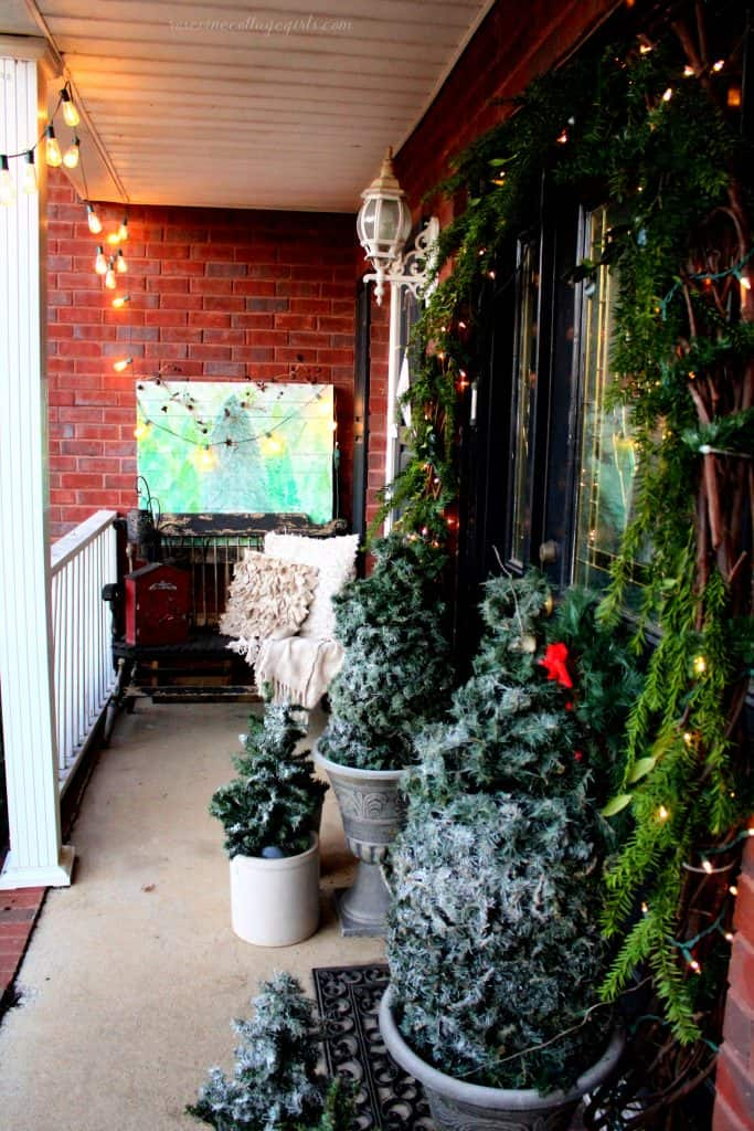 Creating beautiful cozy Christmas porch decorations #rosevinecottagegirls