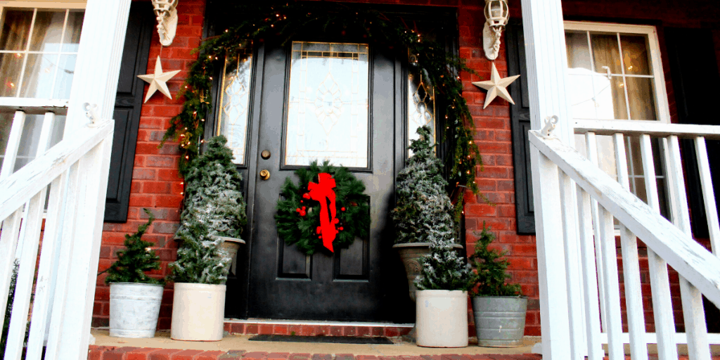 Creating beautiful cozy Christmas porch decorations