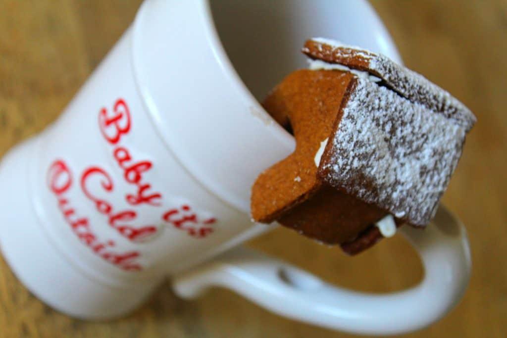 How to easily make mini gingerbread houses #rosevinecottagegirls