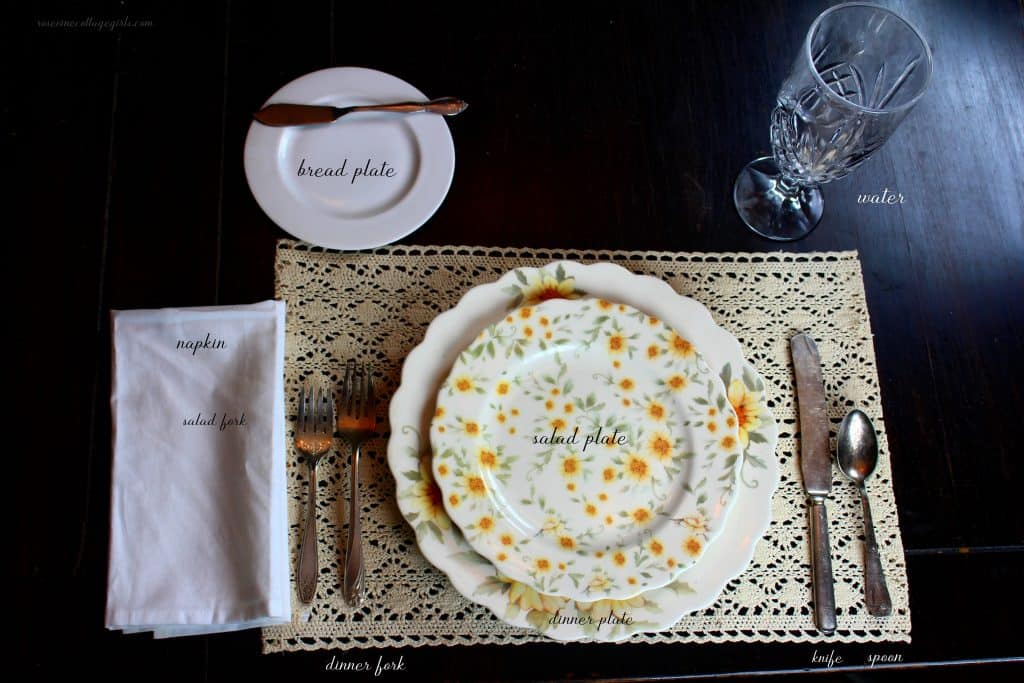 How to set a simple table for lunch